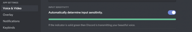 Toggle the Automatically determine input sensitivity on on Discord and see if it lights up in green when you talk